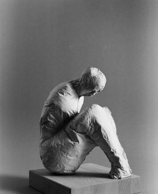 Sitzende Figuration, Gips, L. 19,5 cm, 2007