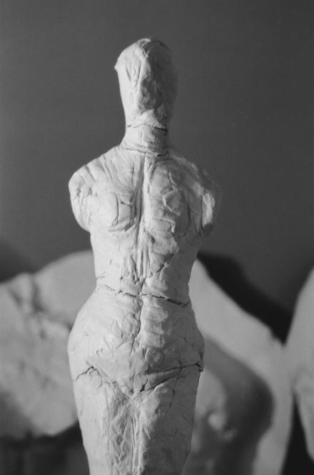 Torsogedanke, gehärtete Modeliermasse, H. 32 cm, 2012